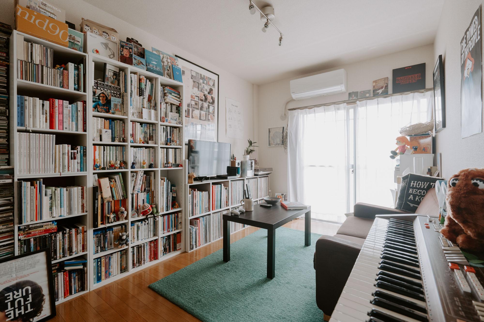 福富さんの、ソファとテレビがあって、好きなものに囲まれた部屋。