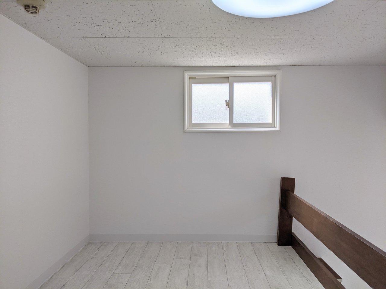 ロフトの広さは約2畳。小窓があるので明るさも感じられます。