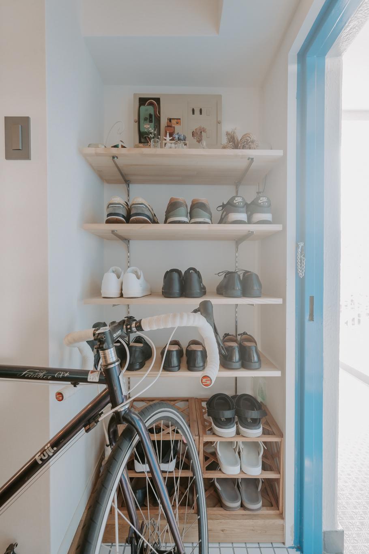 オープンなシューズクローゼットや、日用品の収納場所もすっきり整っています。