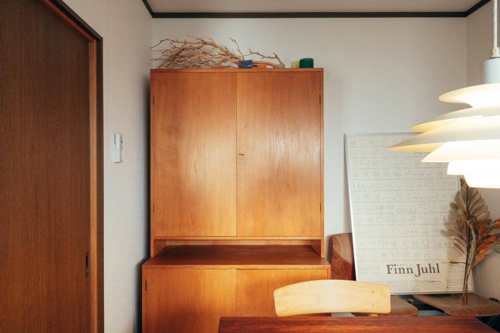 「ここに引っ越す前から大切に使い続けています。とにかく見た目が可愛くて、個人的には好きが詰まった家具です。」仕事や作業を行われるダイニングテーブルから、キャビネットに目を向ける度に心が落ち着くのだそう。