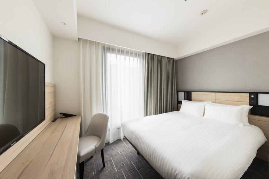 シンプルで清潔感のあるきれいなお部屋。室内も17.5㎡と比較的ゆったりとしています。