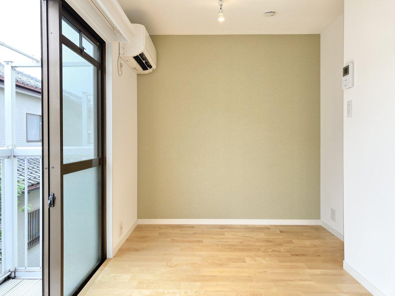 くすんだトーンのグリーン。グリーンやイエロー系は、お部屋をやわらかい雰囲気に魅せてくれますね。(このお部屋はこちら)