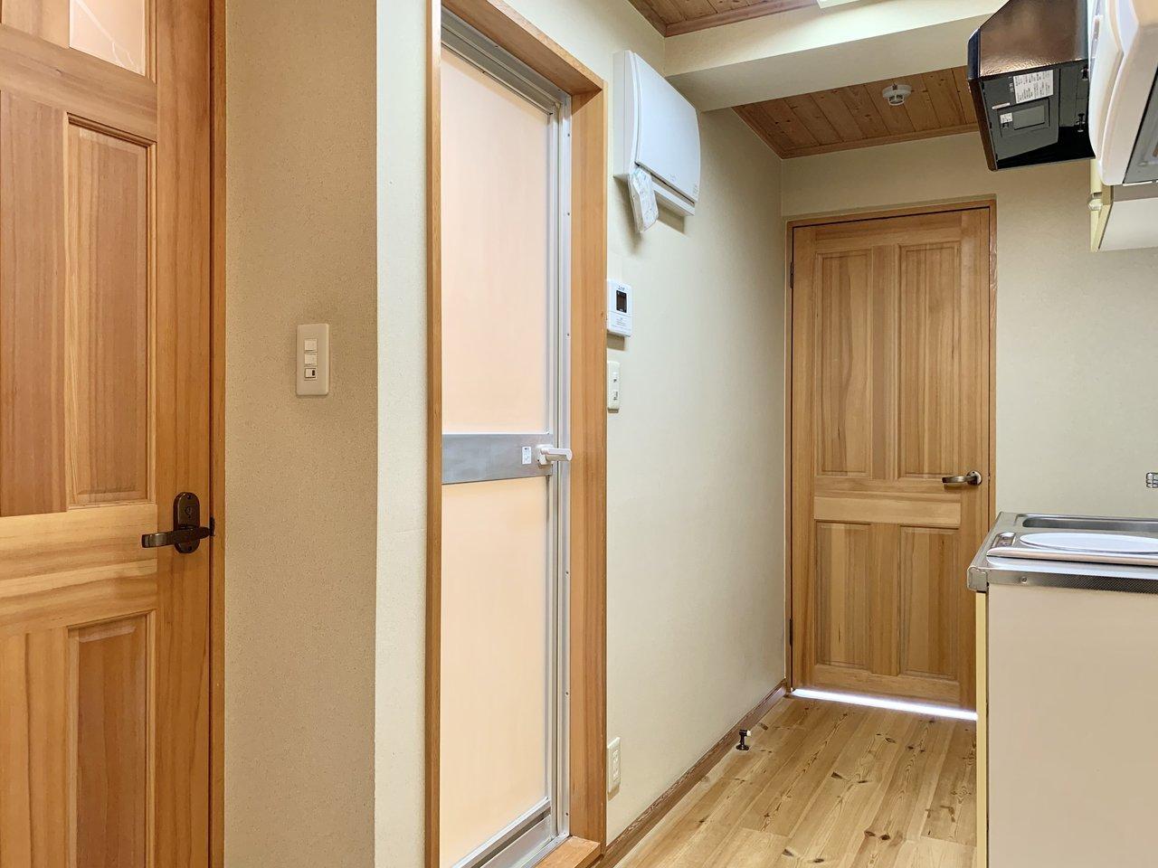 居室だけでなく、廊下部分にも木材が使われています。お料理中やお風呂上りにもホッと安らげそうです。
