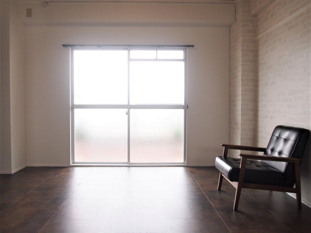 ブルックリン風にリノベーションしたお部屋。建具などもこだわりがキラリと光る内装で、まるでカフェみたい!