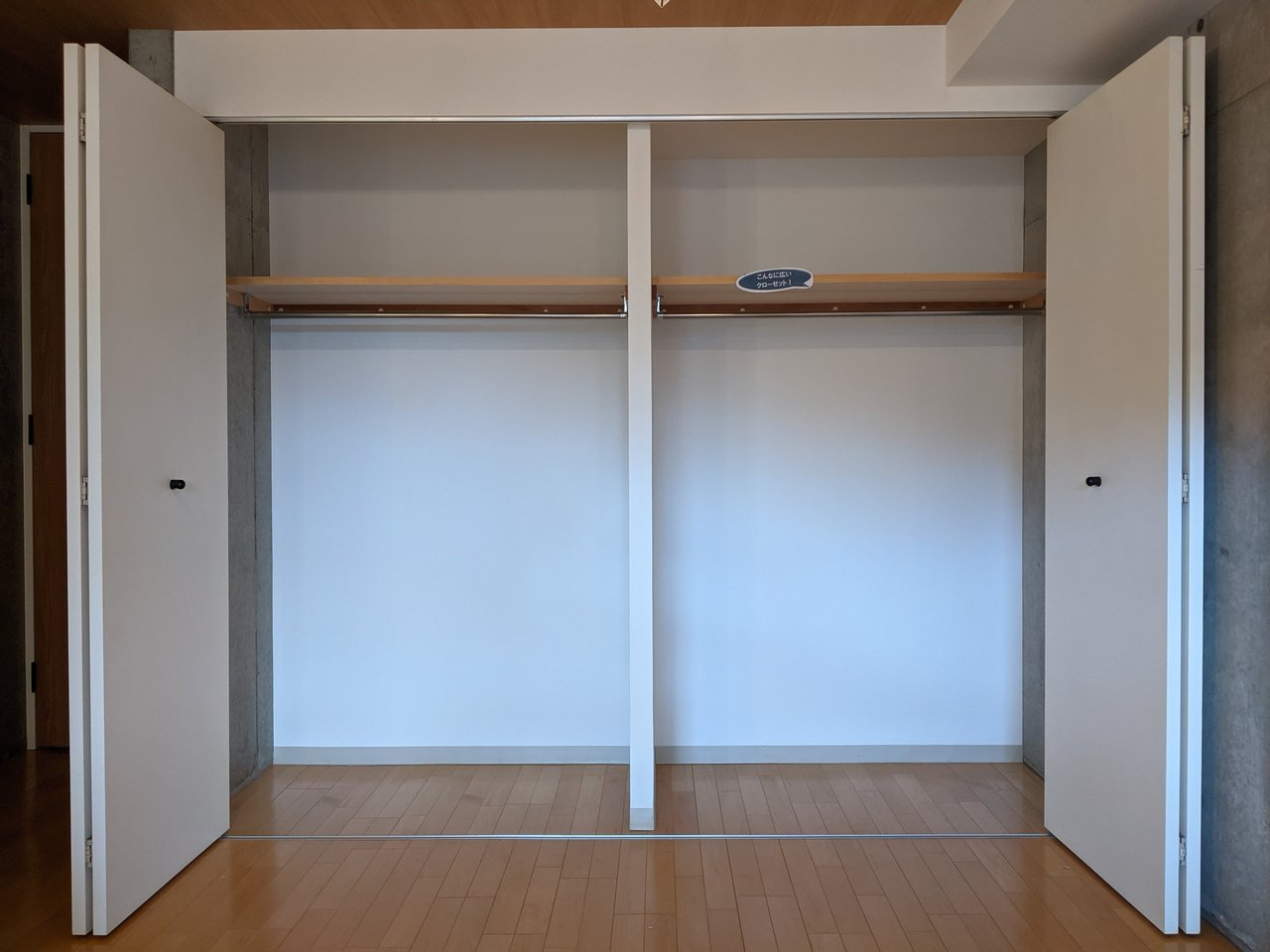 さらにうれしいのが、大容量の収納!奥行きも高さもあるので、洋服から家電、布団まで格納できちゃいます。