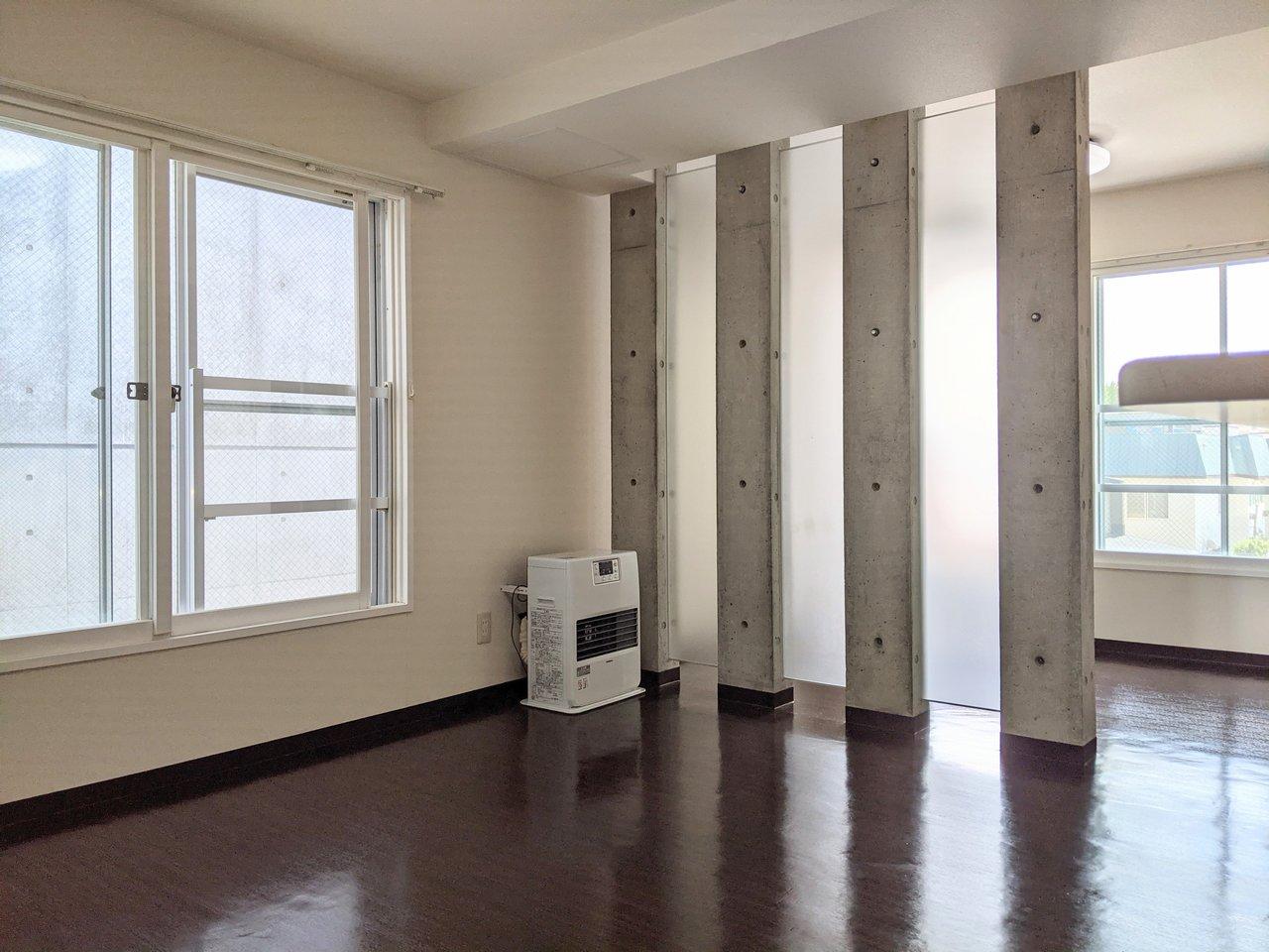 最後のお部屋も、お部屋の仕切りにコンクリートが使われています。透明なシートと交互になっているので、圧迫感を感じないのがいいですね。