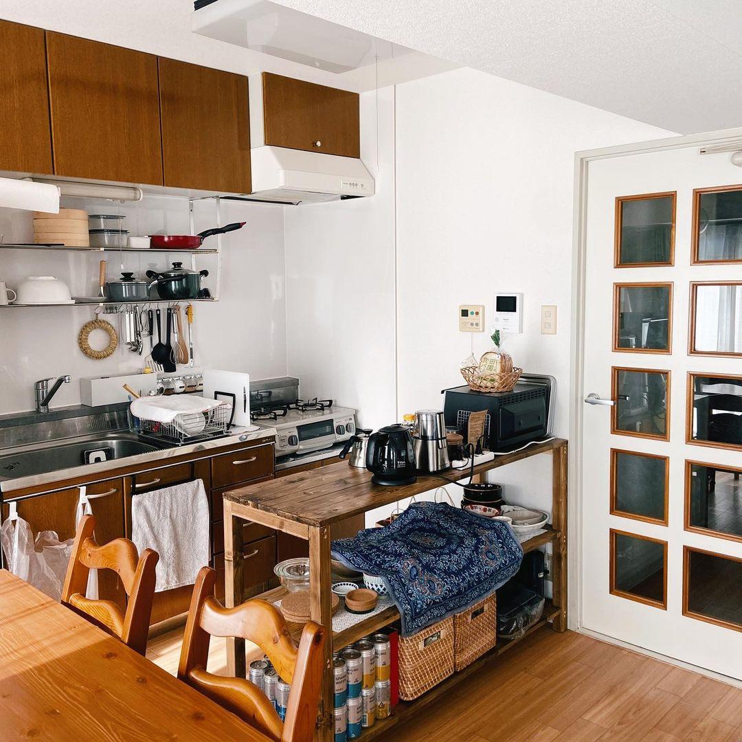 キッチンの高さとぴったり合うように、キッチンカウンターをつくったnotosaさん。二人で料理をしたり、コーヒーを淹れたりするとき、とても役立っているそう。