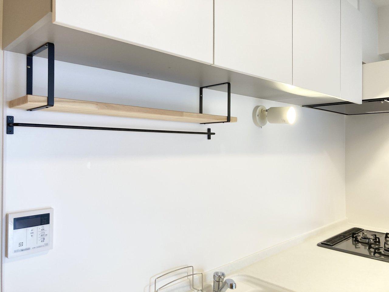 「下げる収納」を楽しむなら、ハンガーバーのついているキッチンがおすすめ。goodroomオリジナルリノベーション賃貸「TOMOS(トモス)」のお部屋では、標準仕様でおしゃれなアイアンバーがついてきます。(このお部屋はこちら)