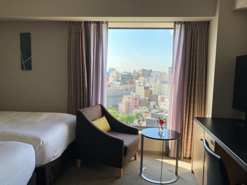 窓が大きくて眺望が良い部屋だったので、スカイツリーや浅草寺の五重塔など、浅草の街が良く見渡せたところが非日常的で良かったそう。在宅勤務中でも窓から外を眺めるだけで、良い気分転換になったそうです