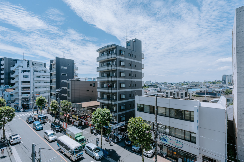 周りに高い建物もあまりないので、室内から外を眺めても開放感があります。室内にいる時間が多くなった今だからこそ、東京都心なのに、空が広いと感じられるって、大事です。