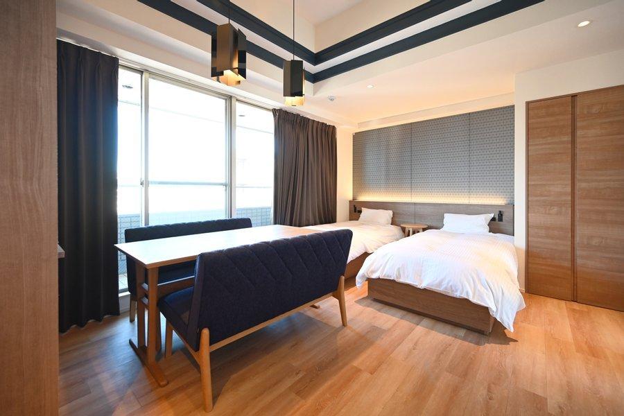こちらのホテルは、3名以上でホテル暮らしをする際にとってもおすすめ。部屋によって異なりますが、ベッド数台と2段ベッドがついているなど、ホテルで暮らしている事を忘れてしまうようなゆったりしたつくりになっています。(※宿泊したい部屋によって金額が異なりますので、詳細をご確認ください)