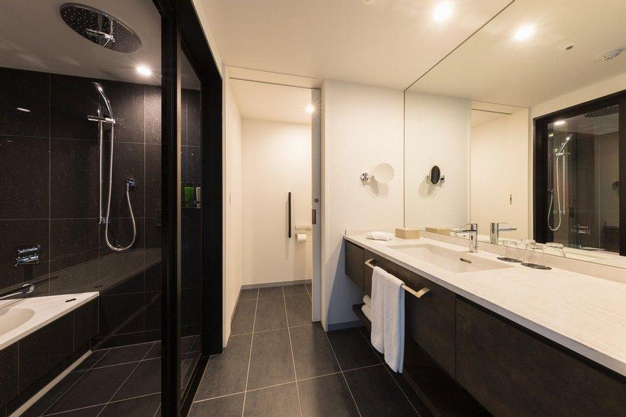 洗面台・トイレ・バスルームがそれぞれ独立していて、かなり広々としています。お風呂も洗い場とバスタブが分かれているのでゆっくり湯船に浸かることができますよ。