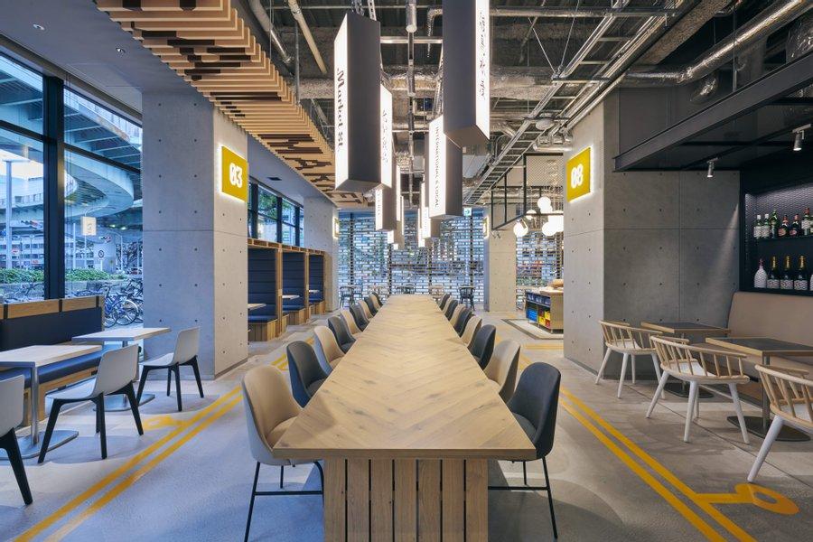 2020年11月にオープンしたばかりの、新しいホテル!ロビー併設の広々としたレストランは、日々の食事だけでなくテレワークをするときにも活用しそう。