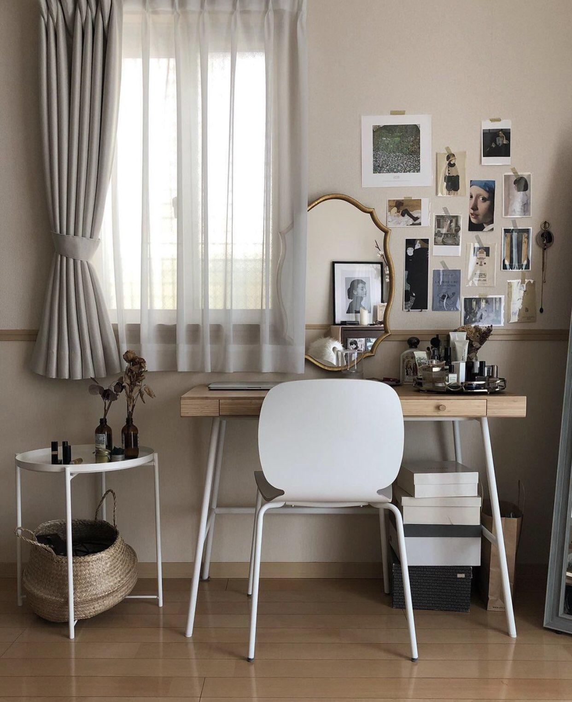 鏡を組み合わせてドレッサーとしても使える、引き出しつきのおしゃれなデザインのデスク。奥行きが狭めなので、小さなお部屋でも邪魔にならずレイアウトできます。