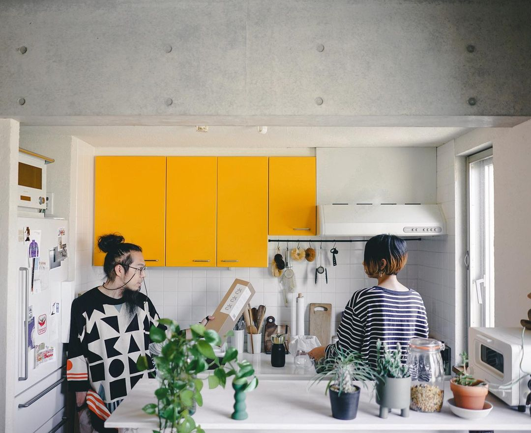 螺旋階段が赤かったり、キッチンが黄色かったりと、ちょっとチグハグに感じる部分があったそうですが、生活していく中でだんだん慣れて気にならなくなってきたそう。