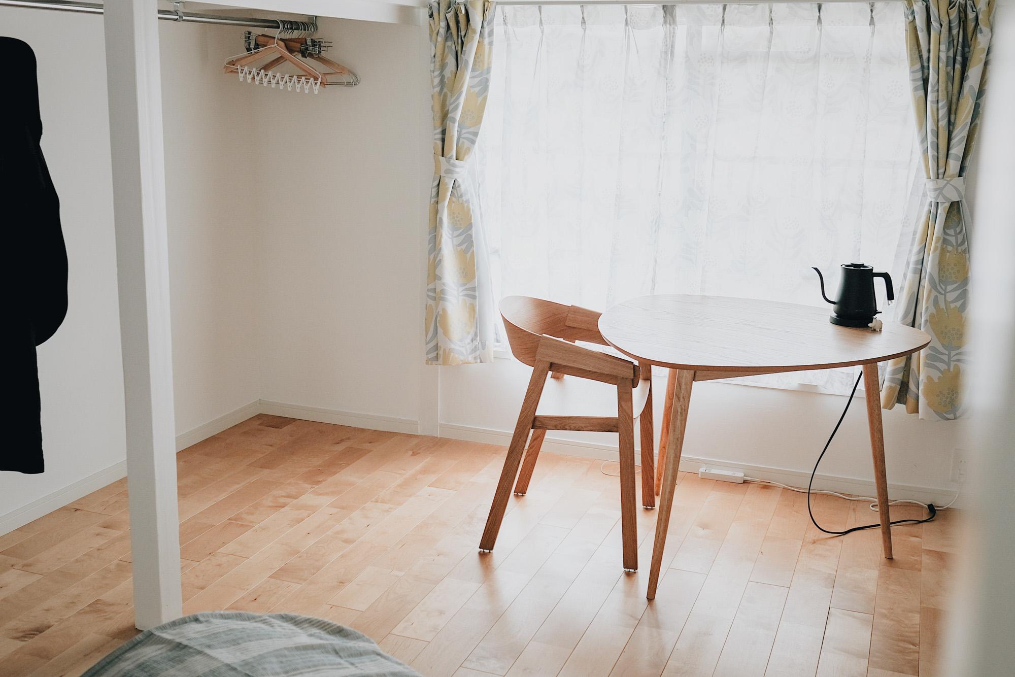ダイニングテーブルは、NOCEの三角テーブル。