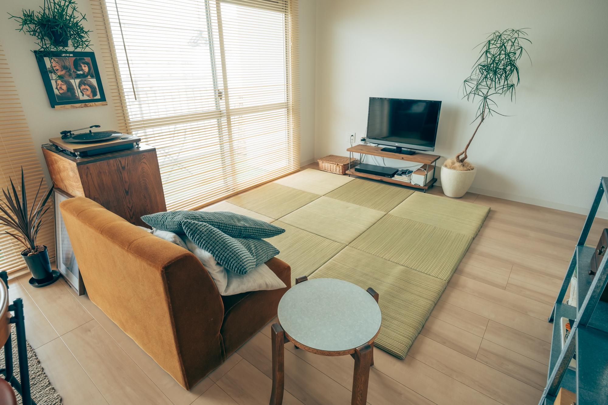 リビングスペースには置き畳を敷いて、寛げる空間に。