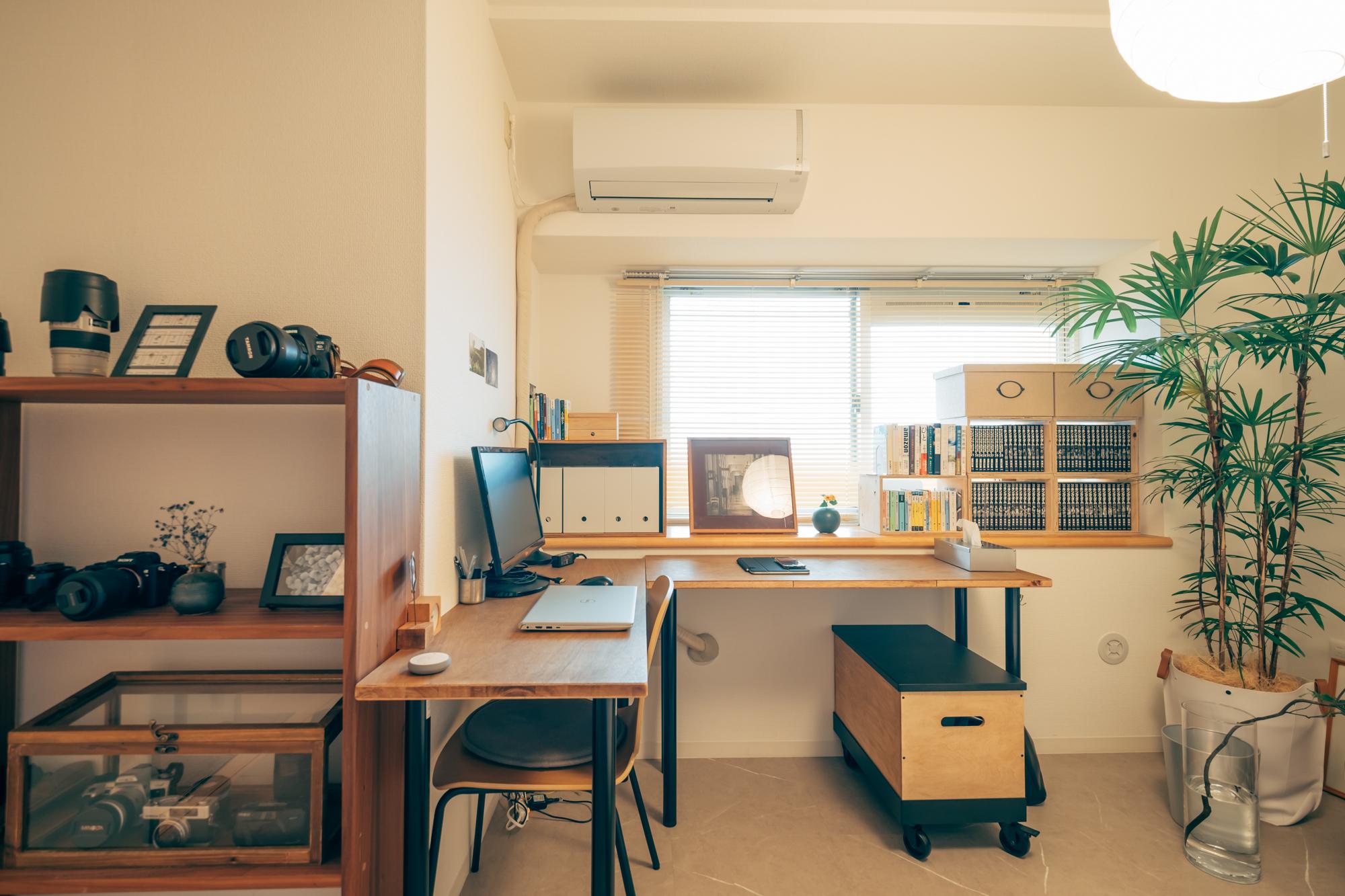 お仕事用のスペースもとても整頓されていて尊敬してしまいます。