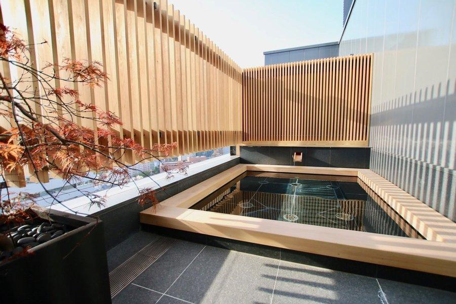 最上階には大浴場があります。さらに露天風呂まで完備。1日の疲れをここで落としましょう。
