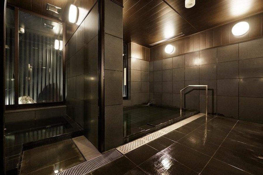 共用部には大浴場だけでなく、カフェ・バーやジム、などが併設されている、至れり尽くせりのホテルです。