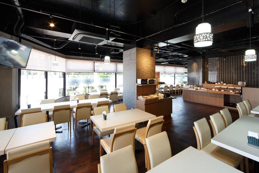 人の多い都市部よりも、どこかローカル感のある街の方が落ち着く。そんな方におすすめのホテルです。レストランも併設されているので、いざというときの食事には困らなそう。