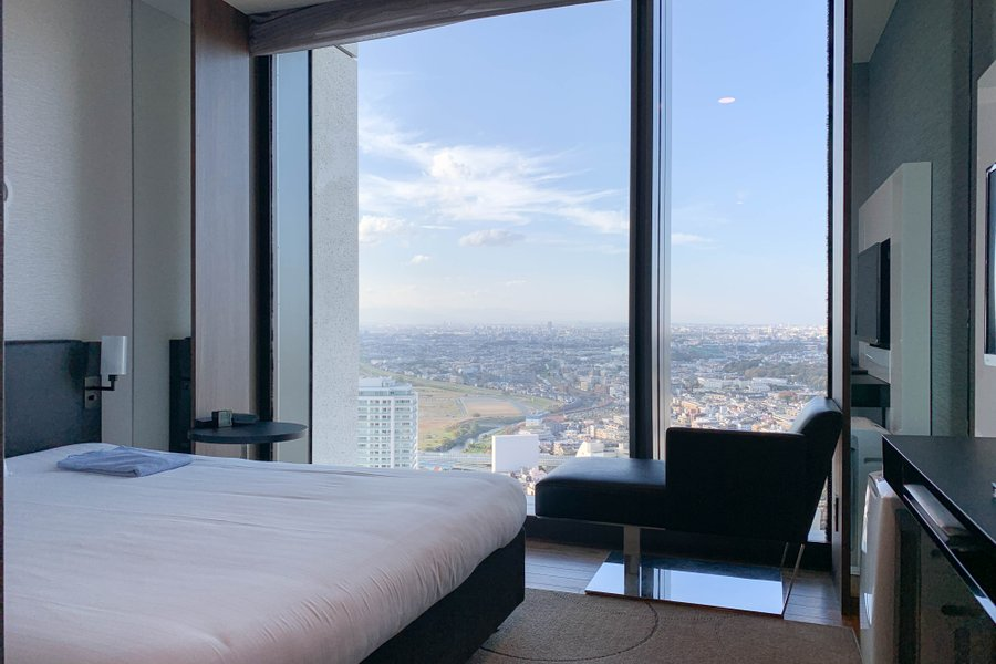さて最後にご紹介するのは、宿泊費は平均よりもお高めですが、その分お部屋のグレードもゴージャスなホテルのご紹介です。人気の街、二子玉川駅から徒歩5分の立地で、買い物にも仕事利用でも便利なホテル。