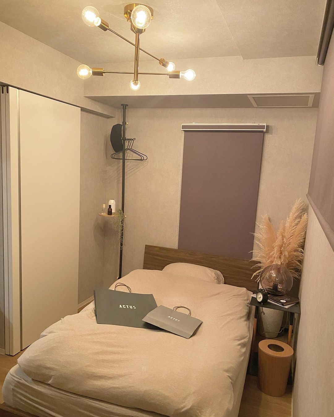 4畳の小さなベッドルームも、DRAW A LINE でうまく収納スペースを確保されています。