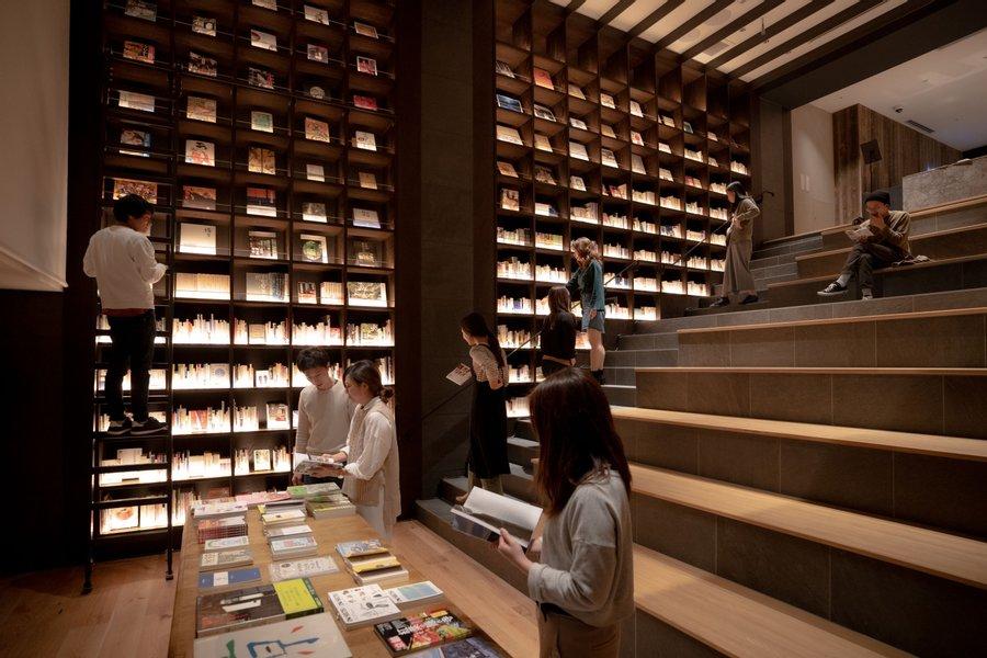 京都駅から徒歩7分の立地にある、こちらのホテル。なんと河原町駅付近にある姉妹ホテル「PIECE HOSTEL SANJO(https://livingpass.goodrooms.jp/hotels/546)」 と、月3回まで追加料金なく相互移動が可能なプランができました。それぞれが素敵な施設なので、行き来してみると、もっと京都を楽しめそう!
