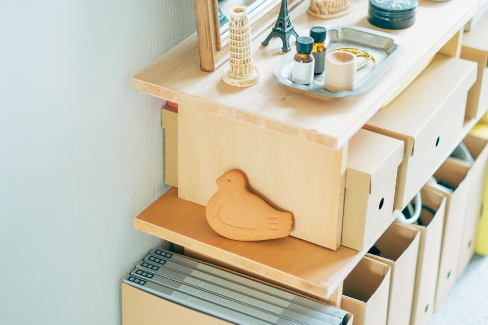ワークスペースや、キッチンにも、ちょっとした遊び心あるアイテムを混ぜて飾っているEriさんたち。