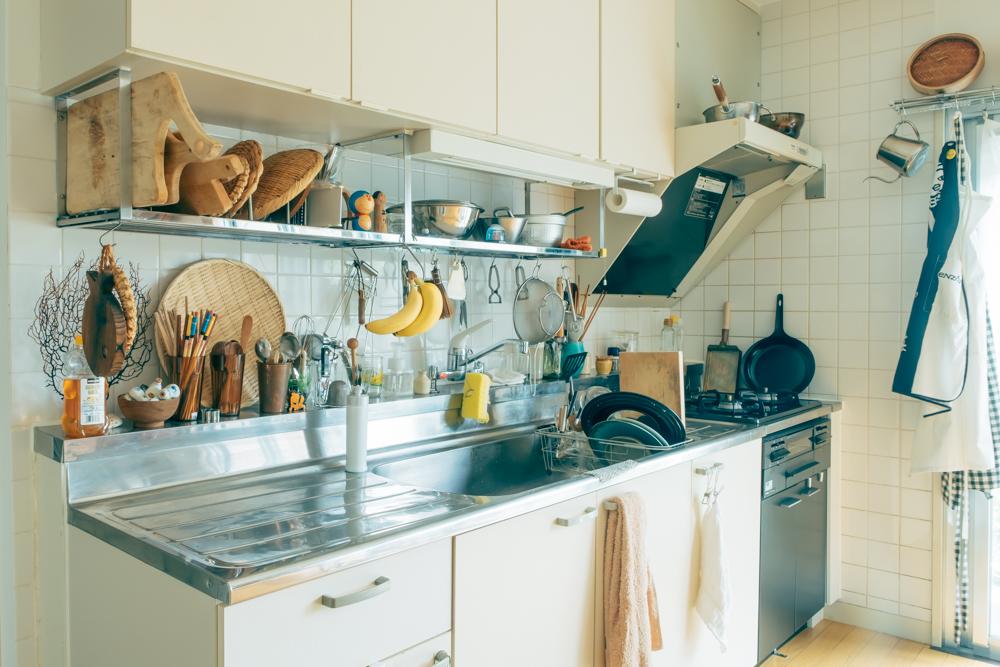 お二人ともお料理好きというEriさんたち。キッチンは二人で作業するのにも十分な広さがあります。