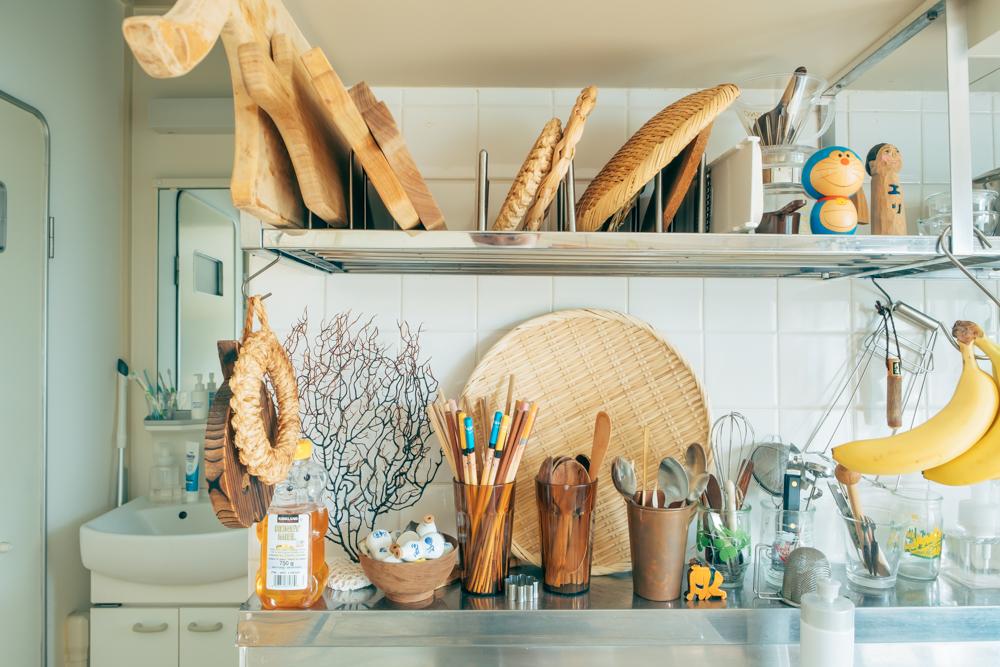 キッチン道具も、木のまな板やざるなど味わいのあるものが多く集まっていて素敵ですね。