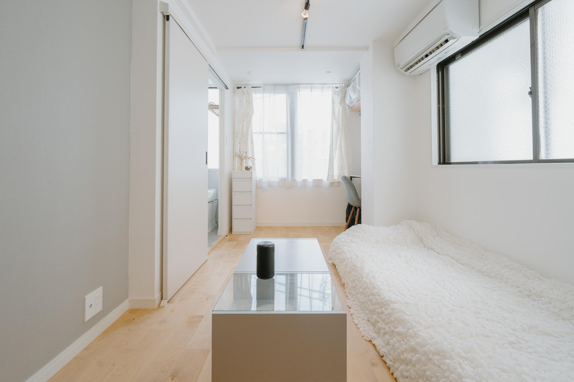 持たない暮らしのための空間は、できるだけコンパクトな方がいい。17㎡一人暮らしのインテリア