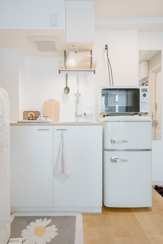 TOMOSの特徴のひとつである、デザインキッチンも気に入っているポイント。「真っ白な感じがすごく好きで、使ったらすぐ綺麗にしよう、と意識できます」