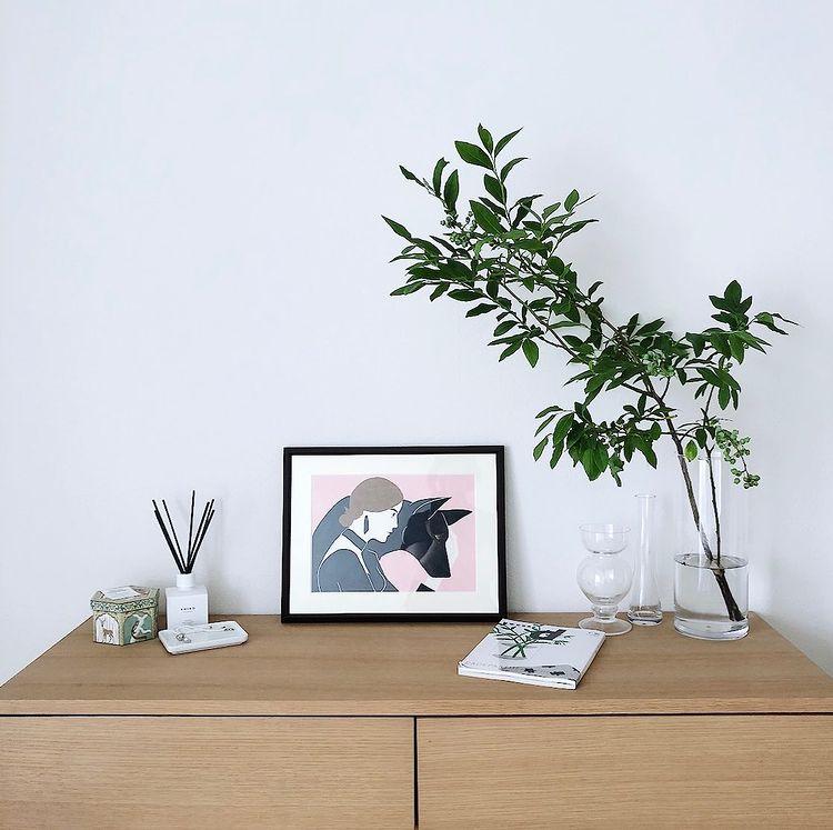部屋が華やぐ。おしゃれなフラワーベースの選び方・飾り方実例まとめ